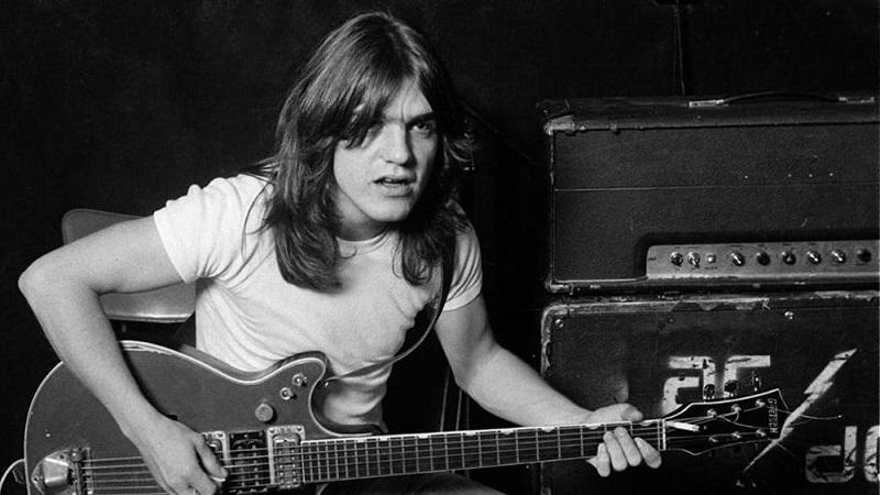 AC/DC: è morto Malcolm Young, chitarrista e co-fondatore della band