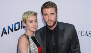 Miley Cyrus e Liam Hemsworth sposi in segreto. Stesso anello all'anulare sinistro