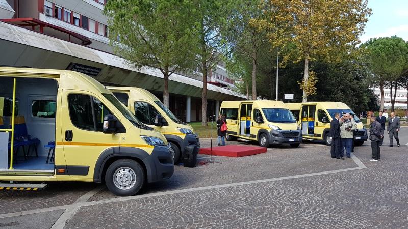 Scuolabus per i bambini terremotati, il dono dei Carabinieri