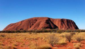 Australia, stop ai turisti sul monte Uluru