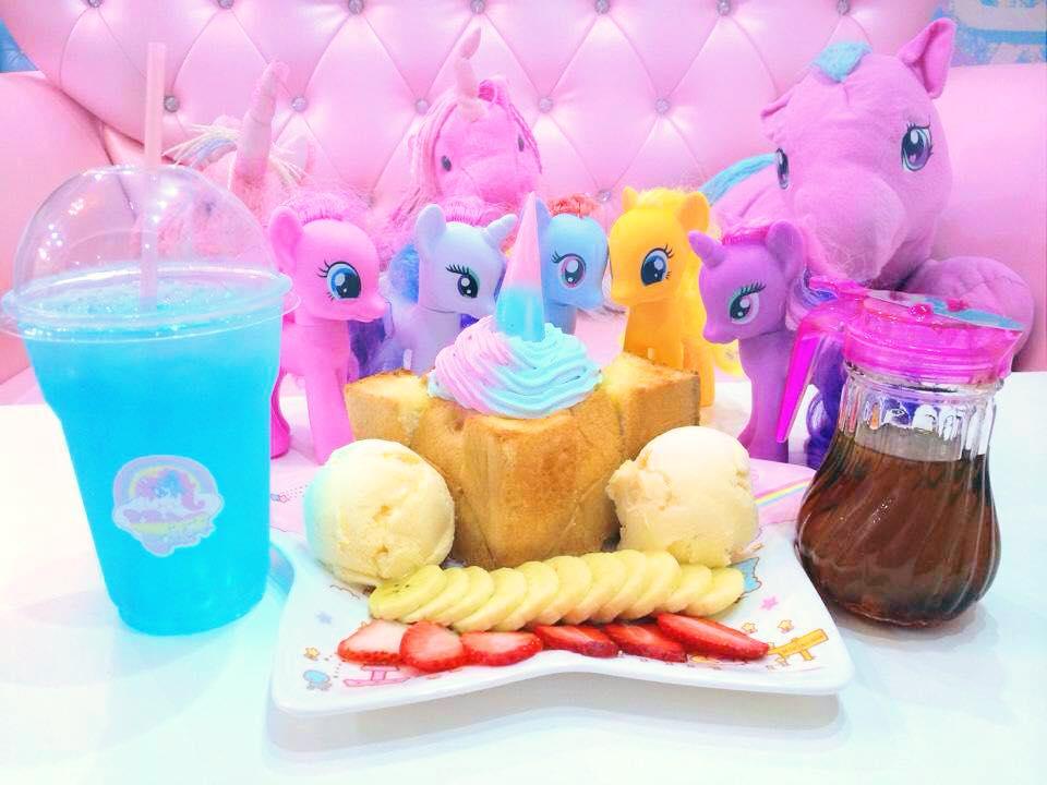 unicorn café bangkok (14)