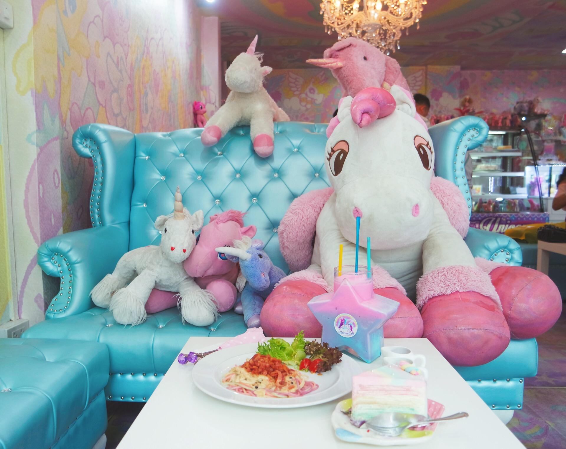 unicorn café bangkok (3)