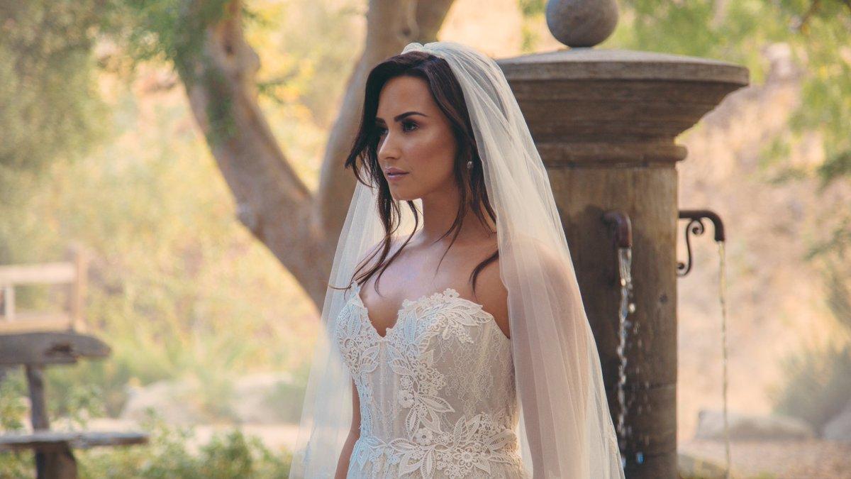 Video Love Nel Affranta Di You Me Sposa Demi Lovato Tell w8vmn0NO