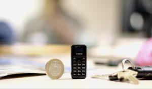 """E' """"lungo"""" 4,6 cm il cellulare più piccolo del mondo"""