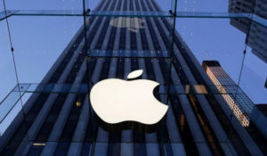 Incassi record per Apple, Cupertino resiste nonostante lo scandalo batteria