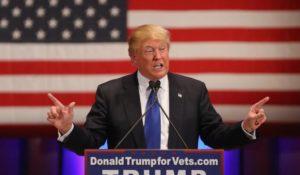 """Donald Trump: """"Armiamo insegnanti, studenti e genitori"""""""