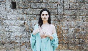 Erica Mou presenta il videoclip di Roma era vuota