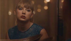 Taylor Swift sola e malinconica nel video di Delicate