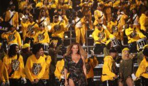 Beyoncé al Coachella con uno show indimenticabile, fan e vip in delirio