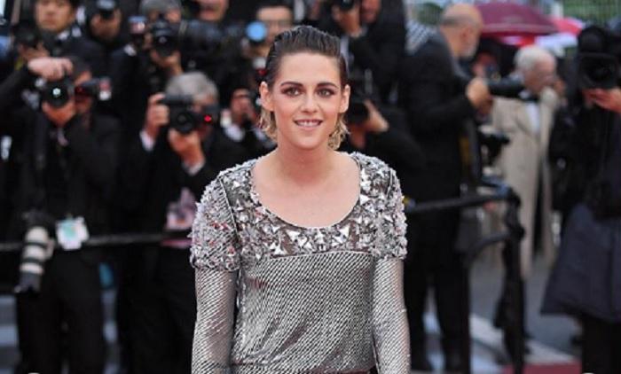 Kristen Stewart sul red carpet senza scarpe cannes