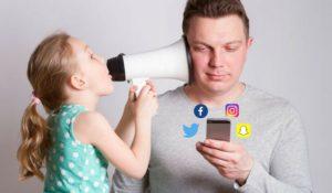 Bambino odia smartphone della madre e lo scrive nel tema