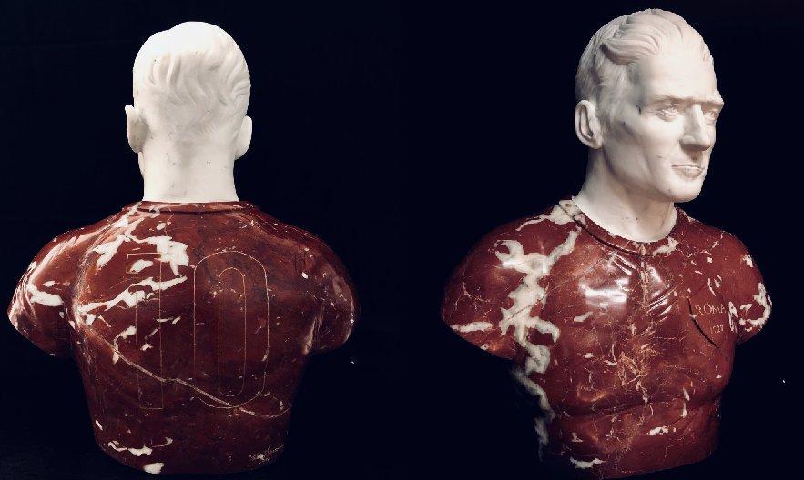 totti statua di marmo