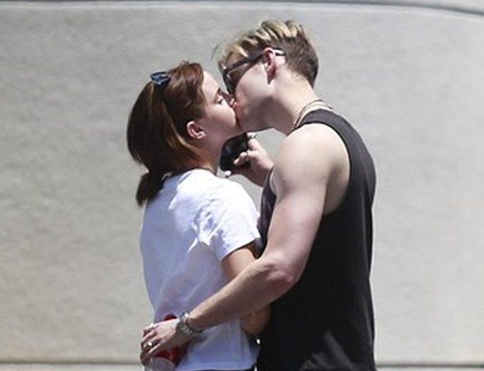 Emma Watson e Chord Overstreet bacio