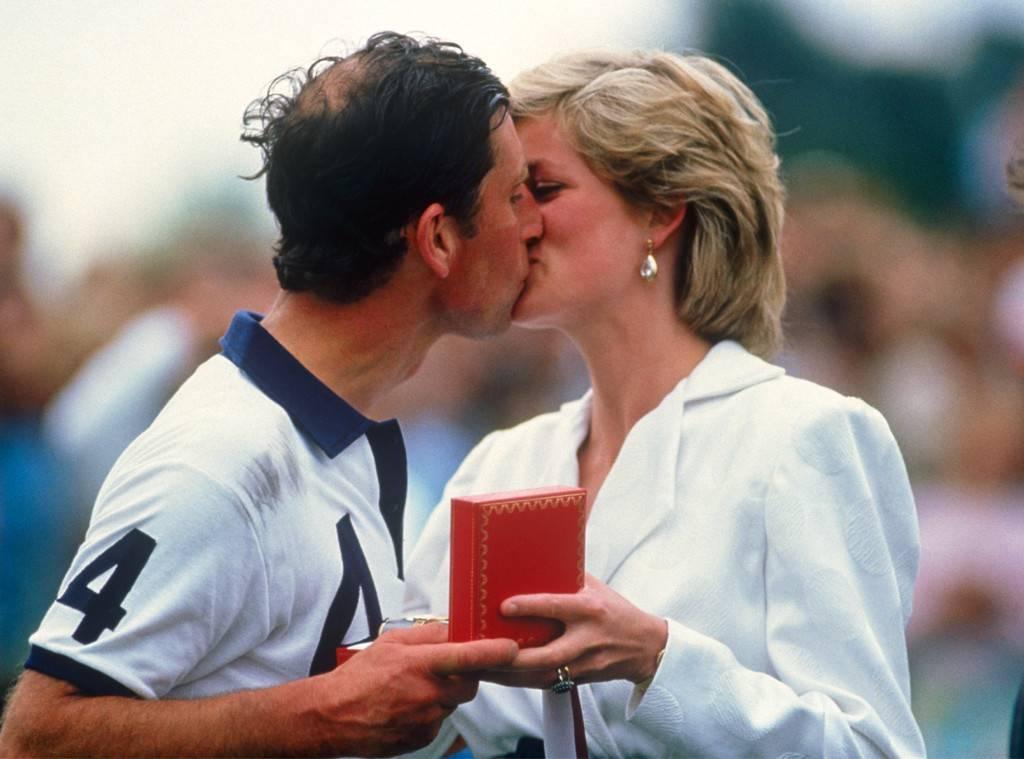 bacio pubblico di Harry e Meghan
