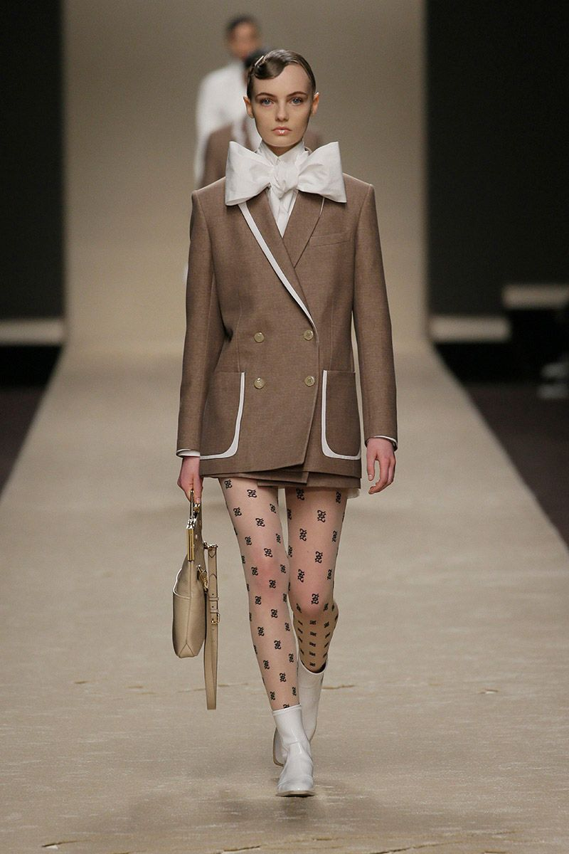 fendi-woman-fallwinter-19-20-look-01_s1