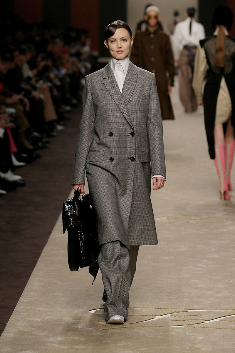 fendi-woman-fallwinter-19-20-look-06_s1