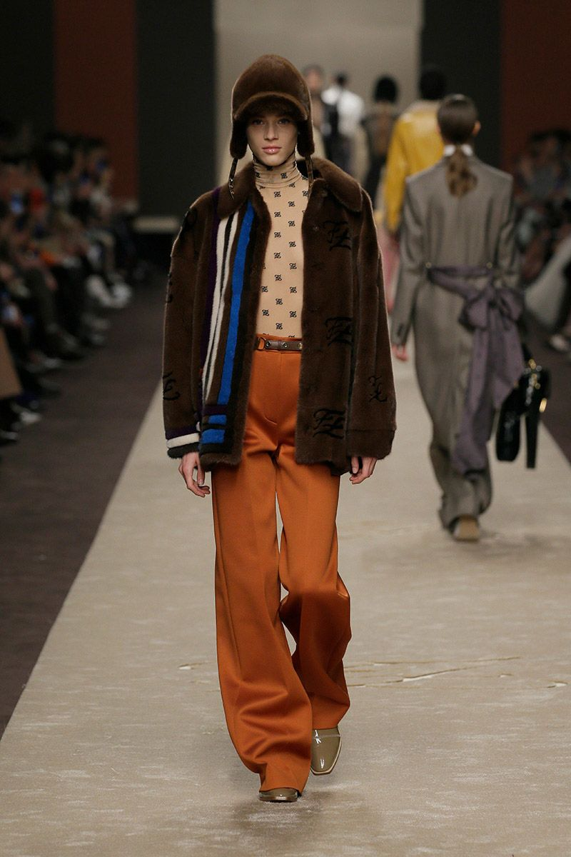 fendi-woman-fallwinter-19-20-look-08_s1