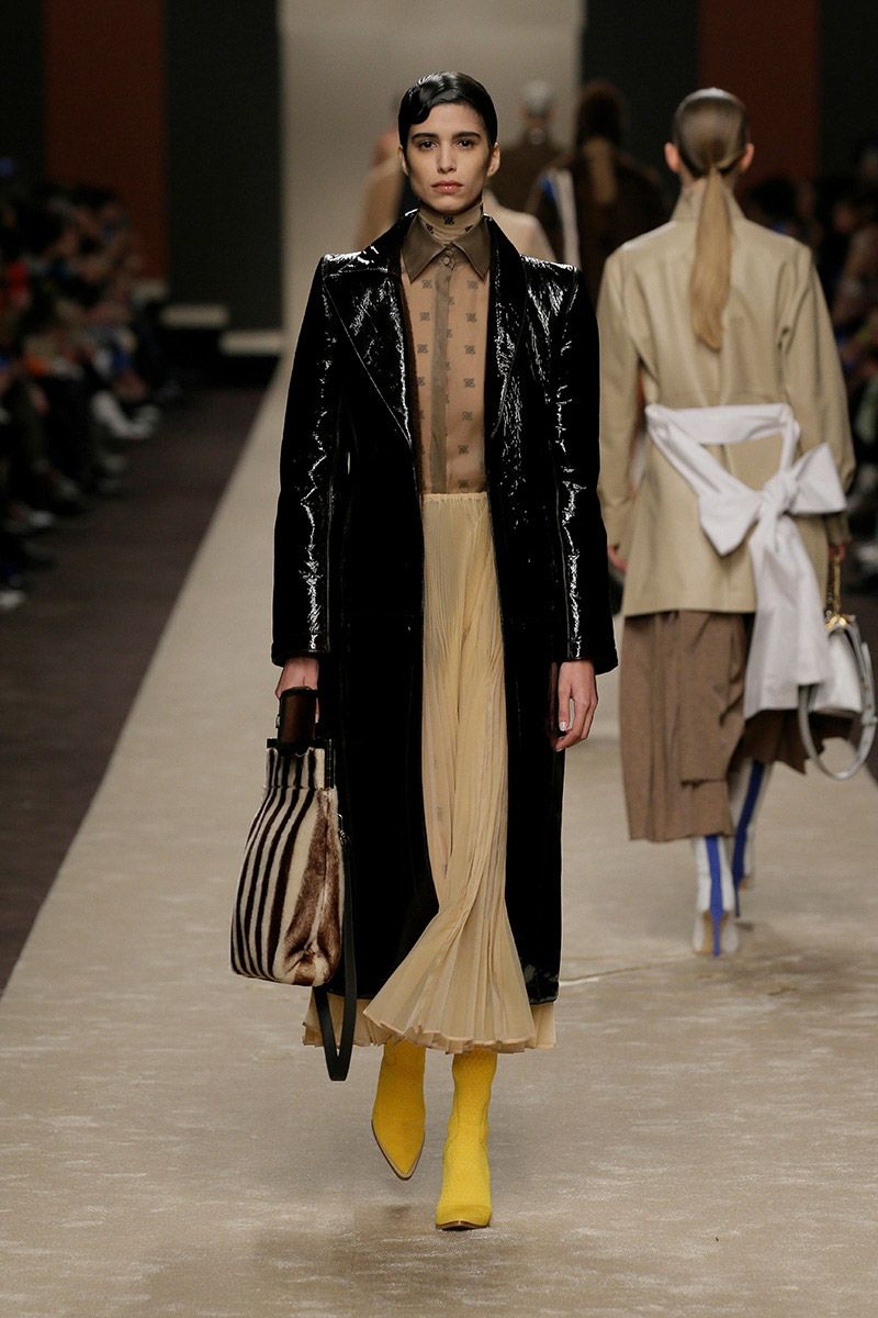 fendi-woman-fallwinter-19-20-look-11_s1