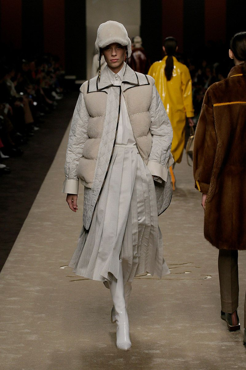fendi-woman-fallwinter-19-20-look-19_s1