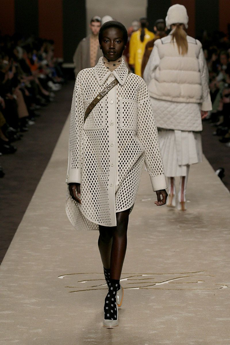 fendi-woman-fallwinter-19-20-look-20_s1