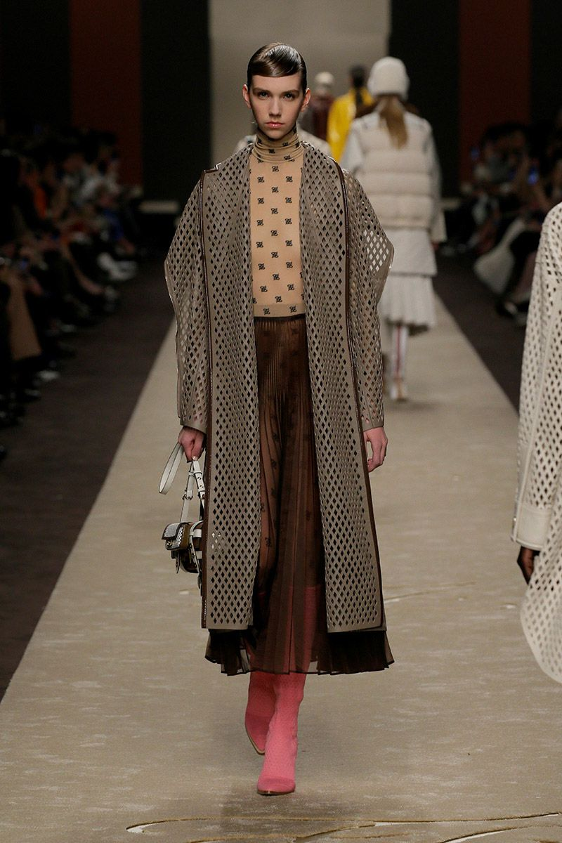 fendi-woman-fallwinter-19-20-look-21_s1