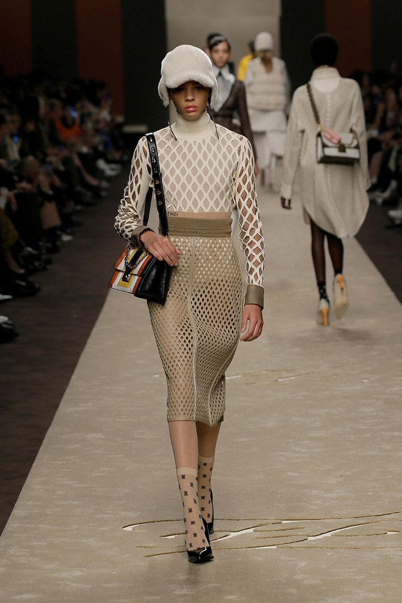 fendi-woman-fallwinter-19-20-look-22_s1