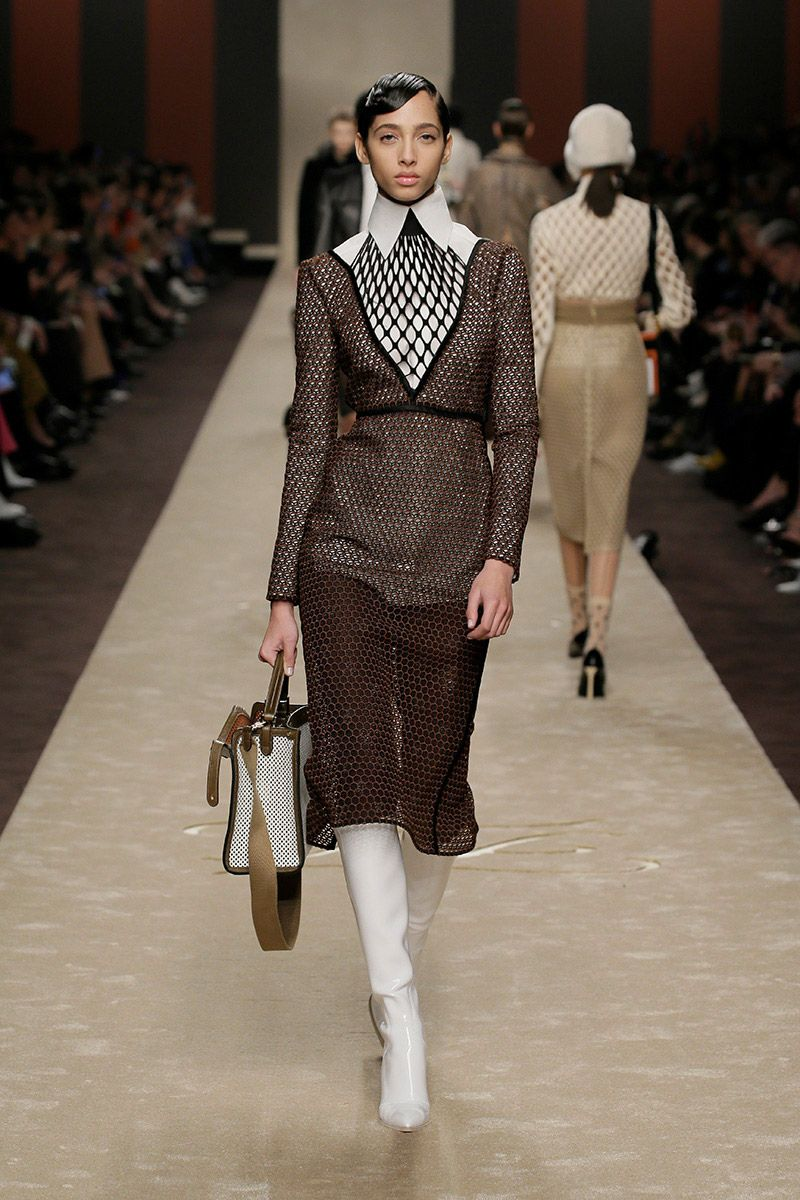 fendi-woman-fallwinter-19-20-look-23_s1