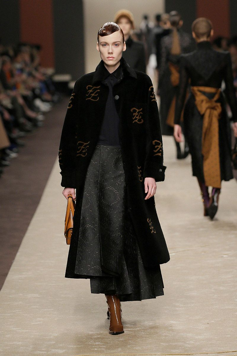 fendi-woman-fallwinter-19-20-look-29_s1