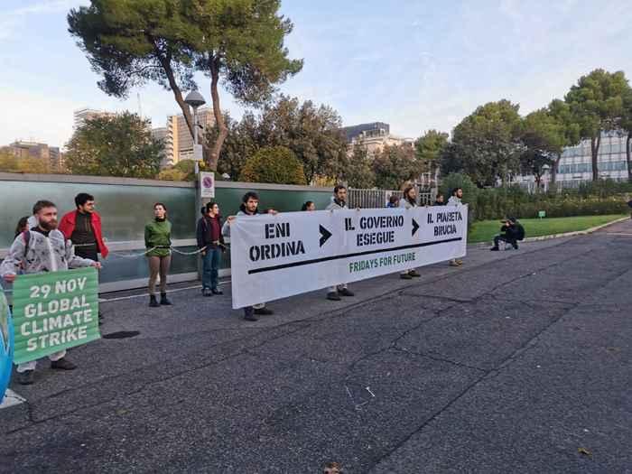 Attivisti Fridays for Future eni (11)
