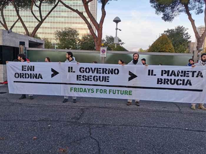 Attivisti Fridays for Future eni (12)