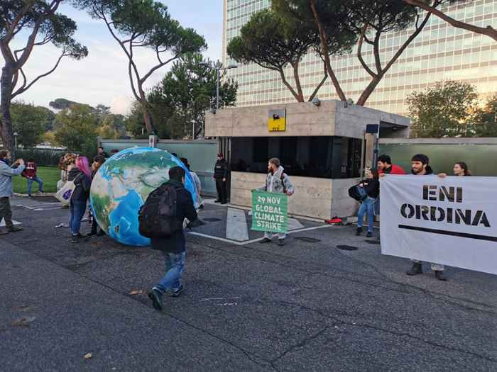Attivisti Fridays for Future eni (13)