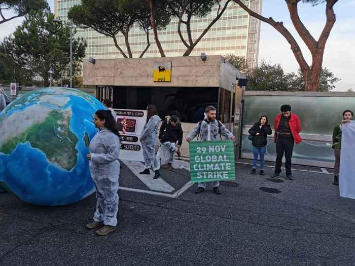 Attivisti Fridays for Future eni (17)