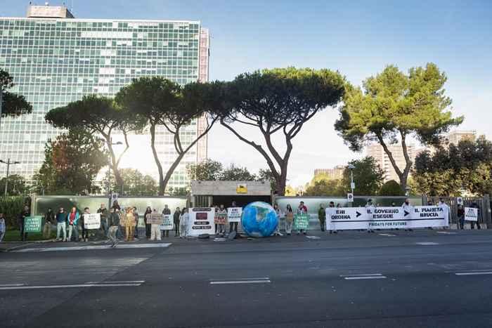 Attivisti Fridays for Future eni (2)