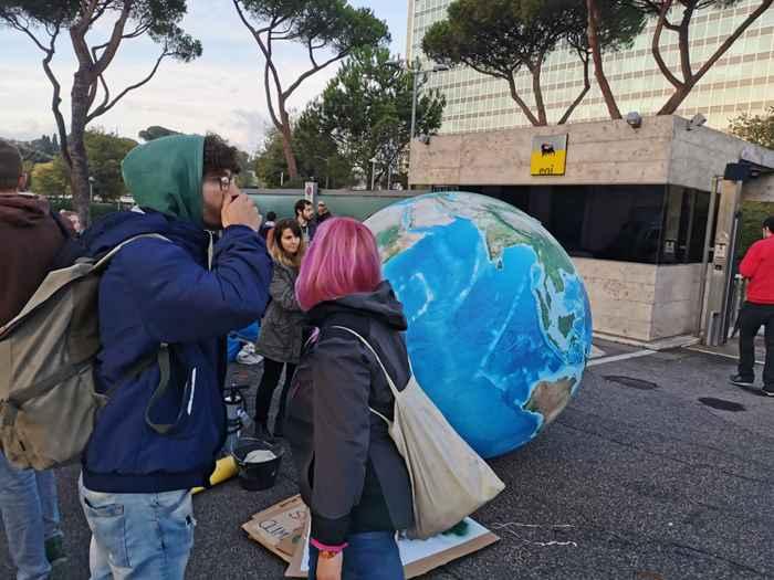 Attivisti Fridays for Future eni (21)