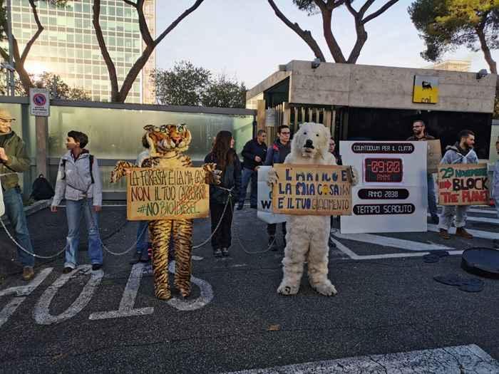 Attivisti Fridays for Future eni (24)