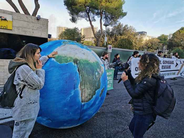 Attivisti Fridays for Future eni (25)