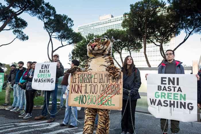 Attivisti Fridays for Future eni (6)