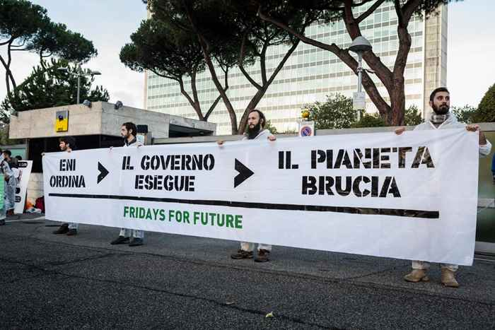 Attivisti Fridays for Future eni (9)