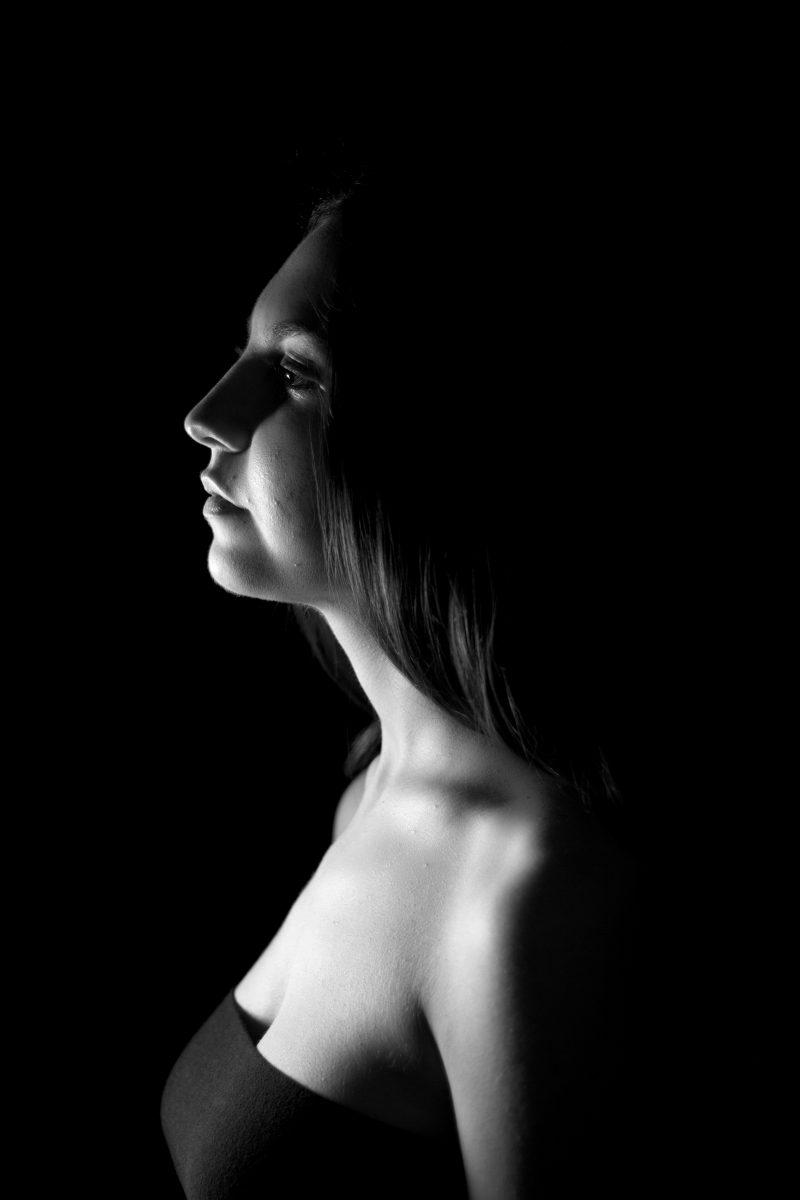 7. Si può disegnare un volto di una donna con semplici linee ma alla fine sarà sempre un opera d'arte.