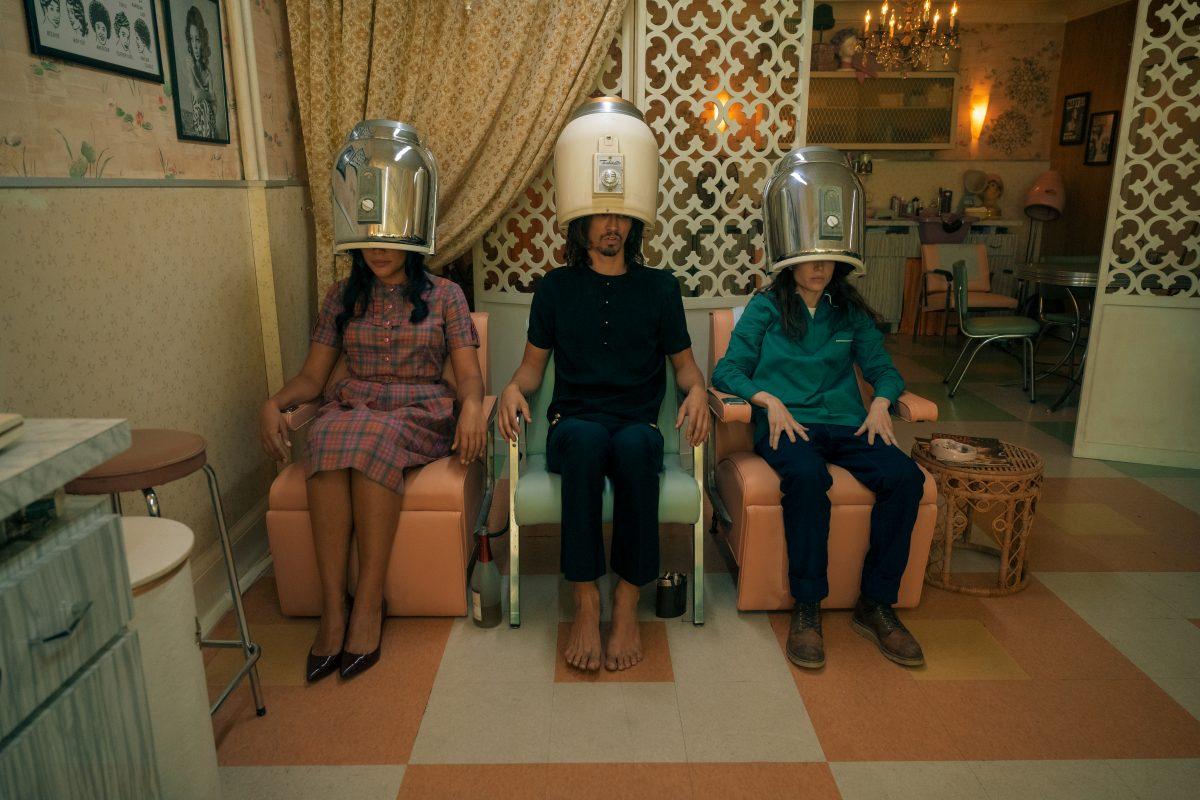 THE UMBRELLA ACADEMY (L to R) EMMY RAVER-LAMPMAN as ALLISON HARGREEVES, ROBERT SHEEHAN as KLAUS HARGREEVES and ELLEN PAGE as VANYA HARGREEVES in THE UMBRELLA ACADEMY Cr. CHRISTOS KALOHORIDIS/NETFLIX © 2020