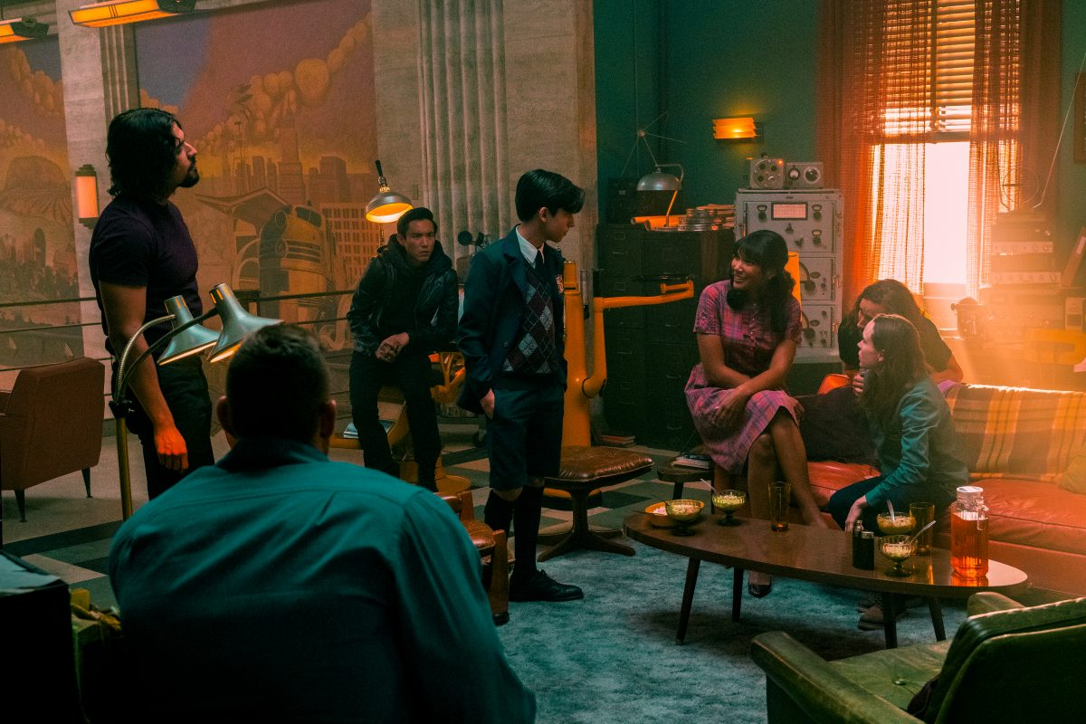 "THE UMBRELLA ACADEMY (L to R) DAVID CASTA""EDA as DIEGO HARGREEVES, TOM HOPPER as LUTHER HARGREEVES, JUSTIN H. MIN as BEN HARGREEVES, AIDAN GALLAGHER as NUMBER FIVE, EMMY RAVER-LAMPMAN as ALLISON HARGREEVES, ROBERT SHEEHAN as KLAUS HARGREEVES and ELLEN PAGE as VANYA HARGREEVES in THE UMBRELLA ACADEMY Cr. CHRISTOS KALOHORIDIS/NETFLIX © 2020"