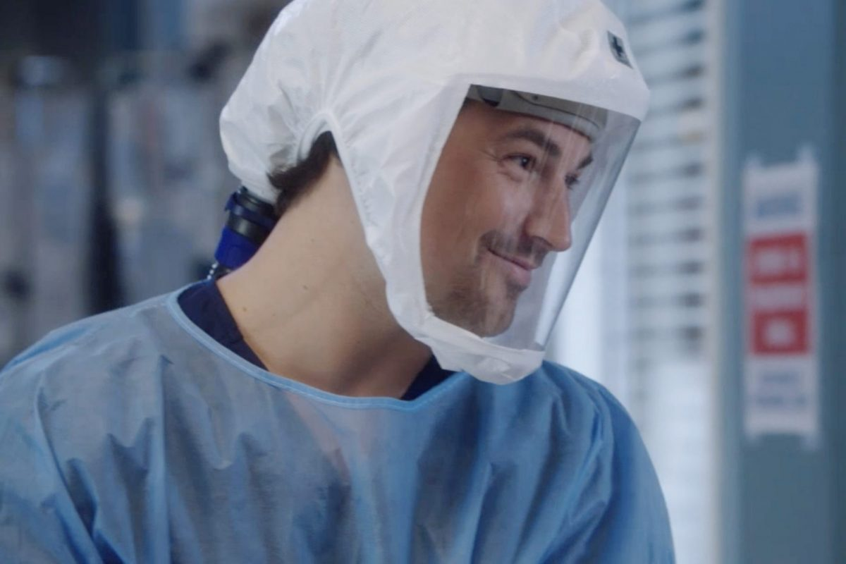 """GREYÕS ANATOMY - """"All Tomorrow's Parties"""" - In the midst of the early days of the COVID-19 pandemic, Grey Sloan Memorial and its surgeons' lives have been turned upside down. The season 17 premiere picks up one month into the pandemic, and it's all-hands-on-deck as Meredith, Bailey and the rest of the Grey Sloan doctors find themselves on the frontlines of a new era. Meanwhile, an unintentionally started fire has first responders from Station 19 bringing patients into the hospital for treatment on the """"Grey's Anatomy"""" season premiere, THURSDAY, NOV. 12 (9:00-10:01 p.m. EST), on ABC. (ABC) GIACOMO GIANNIOTTI"""