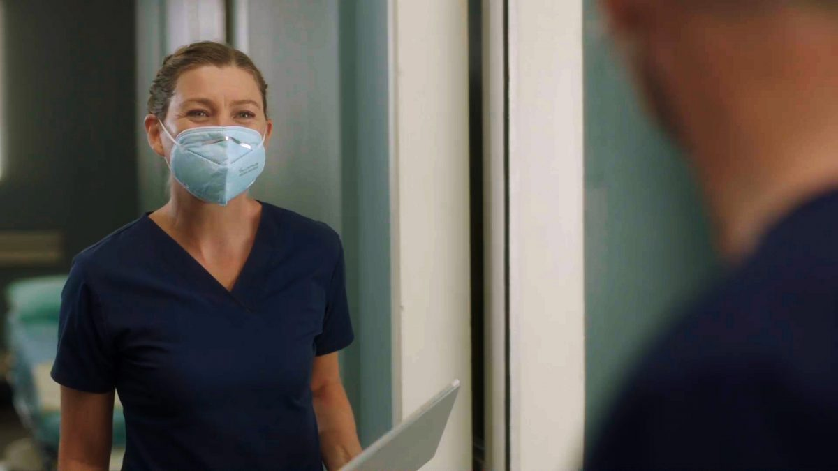 """GREYÕS ANATOMY - """"All Tomorrow's Parties"""" - In the midst of the early days of the COVID-19 pandemic, Grey Sloan Memorial and its surgeons' lives have been turned upside down. The season 17 premiere picks up one month into the pandemic, and it's all-hands-on-deck as Meredith, Bailey and the rest of the Grey Sloan doctors find themselves on the frontlines of a new era. Meanwhile, an unintentionally started fire has first responders from Station 19 bringing patients into the hospital for treatment on the """"Grey's Anatomy"""" season premiere, THURSDAY, NOV. 12 (9:00-10:01 p.m. EST), on ABC.Ó (ABC) ELLEN POMPEO"""