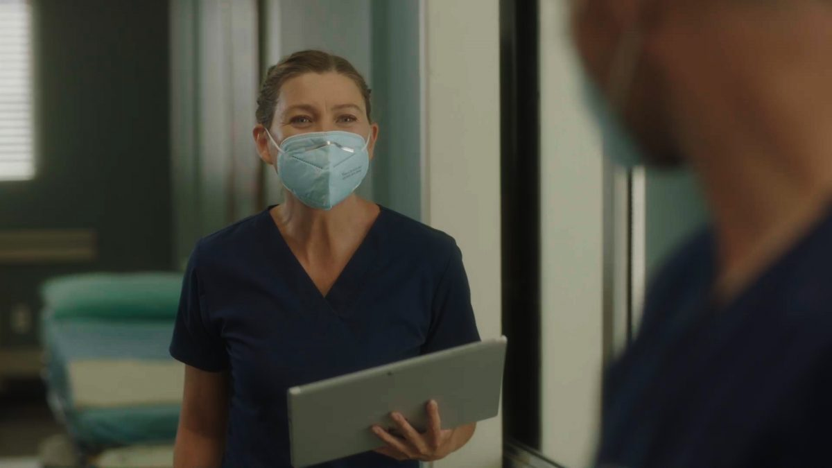 """GREYÕS ANATOMY - """"All Tomorrow's Parties"""" - In the midst of the early days of the COVID-19 pandemic, Grey Sloan Memorial and its surgeons' lives have been turned upside down. The season 17 premiere picks up one month into the pandemic, and it's all-hands-on-deck as Meredith, Bailey and the rest of the Grey Sloan doctors find themselves on the frontlines of a new era. Meanwhile, an unintentionally started fire has first responders from Station 19 bringing patients into the hospital for treatment on the """"Grey's Anatomy"""" season premiere, THURSDAY, NOV. 12 (9:00-10:01 p.m. EST), on ABC. (ABC) ELLEN POMPEO"""