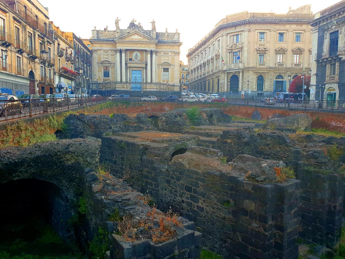 Catania Anfiteatro romano visibile da piazza Stesicoro