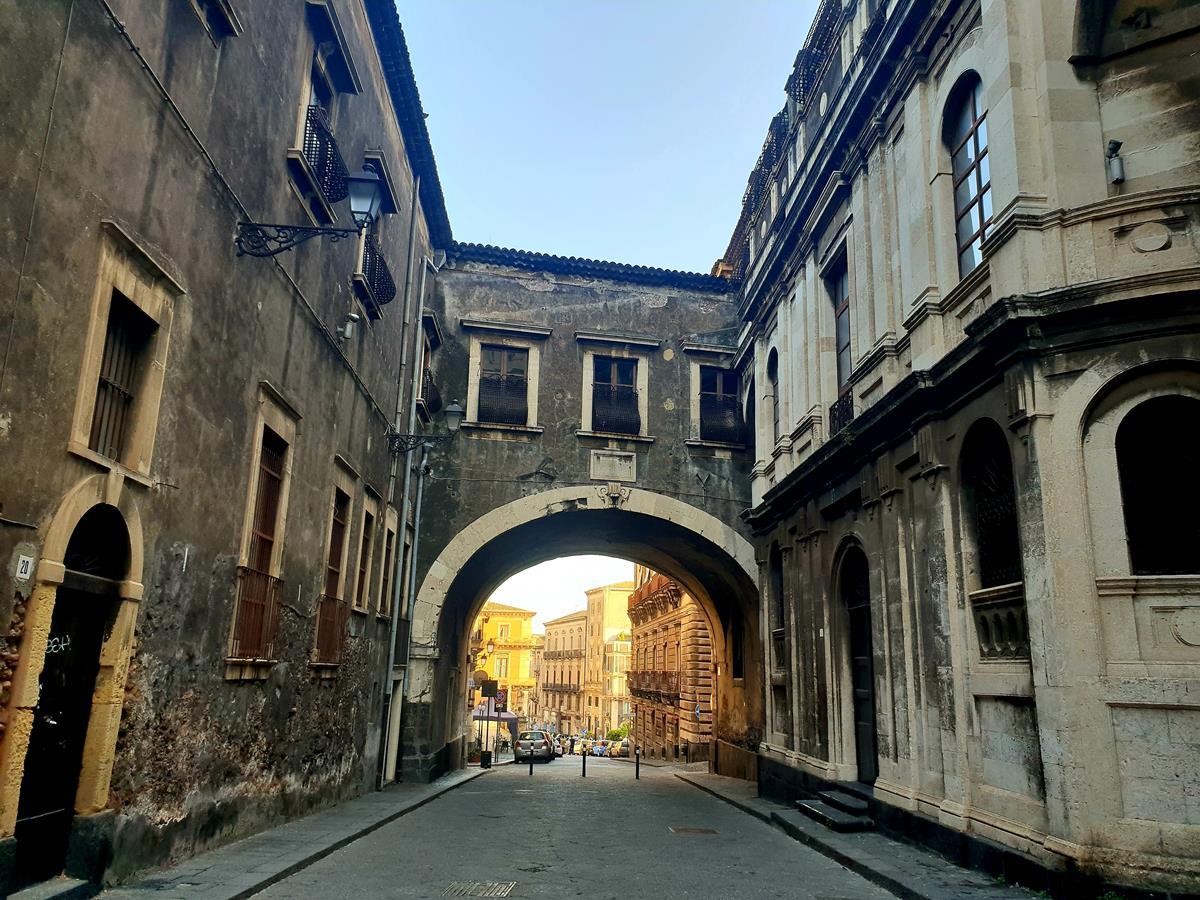 Catania Arco di San Benedetto, via Crociferi