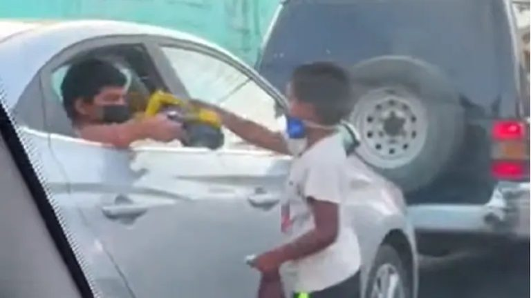 bambino regala giocattoli