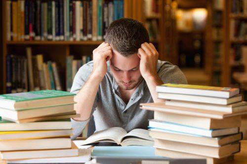 studente studiare