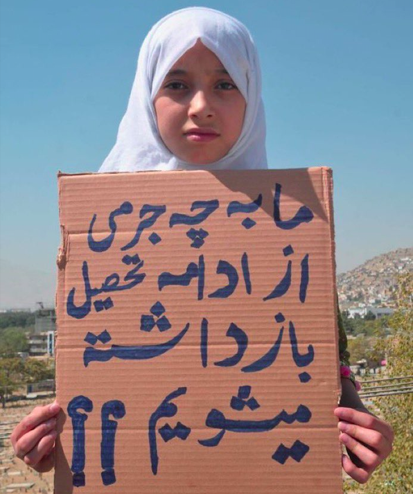 Bambina afghana per la scuola