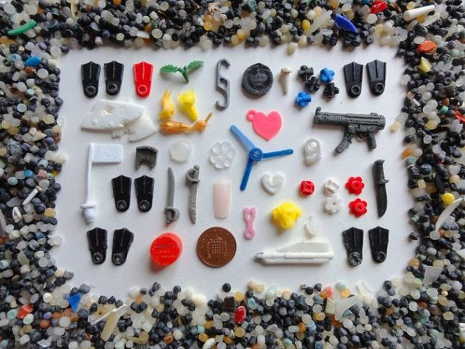 1. Migliaia di pezzi di Lego - Foto di Rob Arnold 2